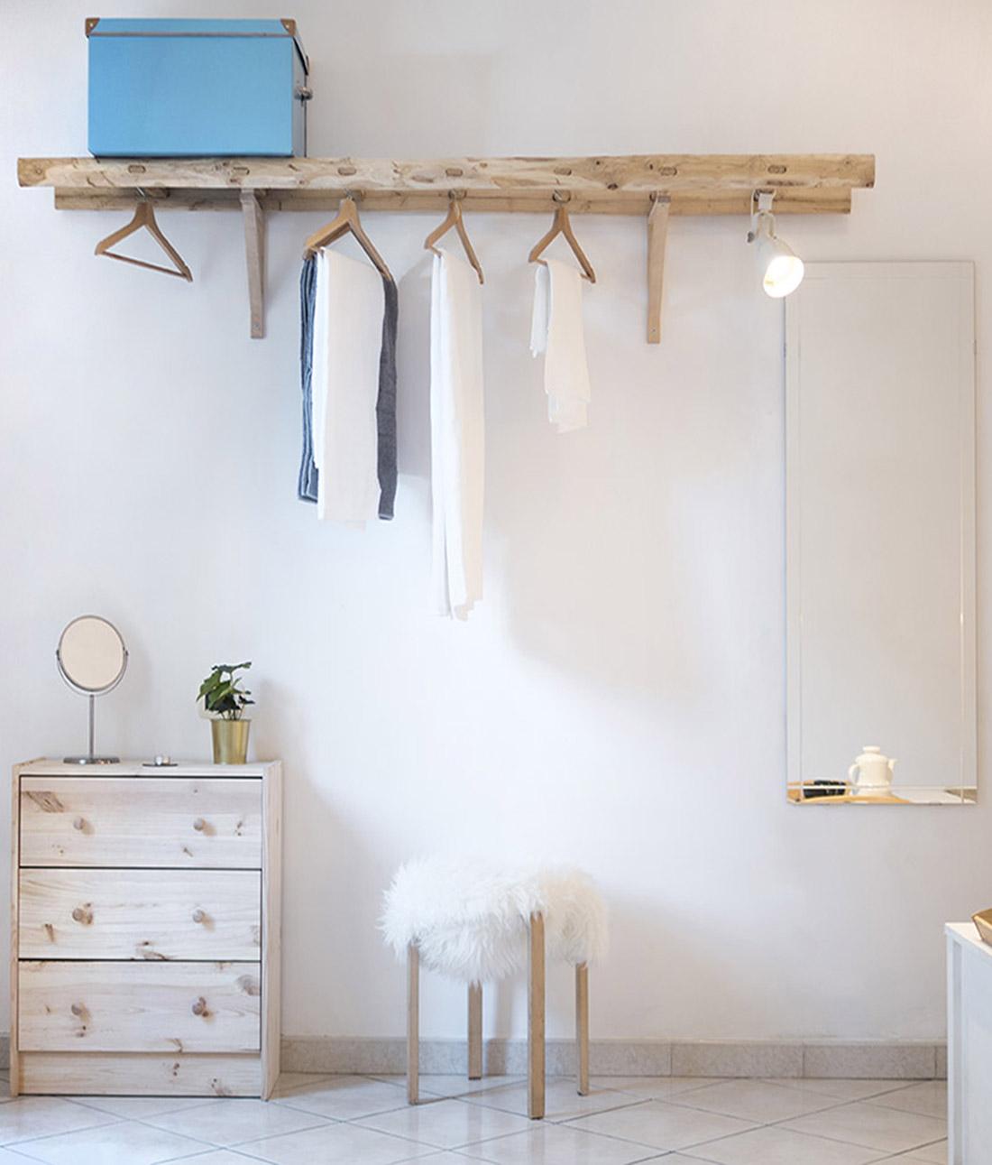 s-eframo-lovely-house-bnb-appendiabiti-scala-camera-letto-low-cost-interior-design-basso-napoli