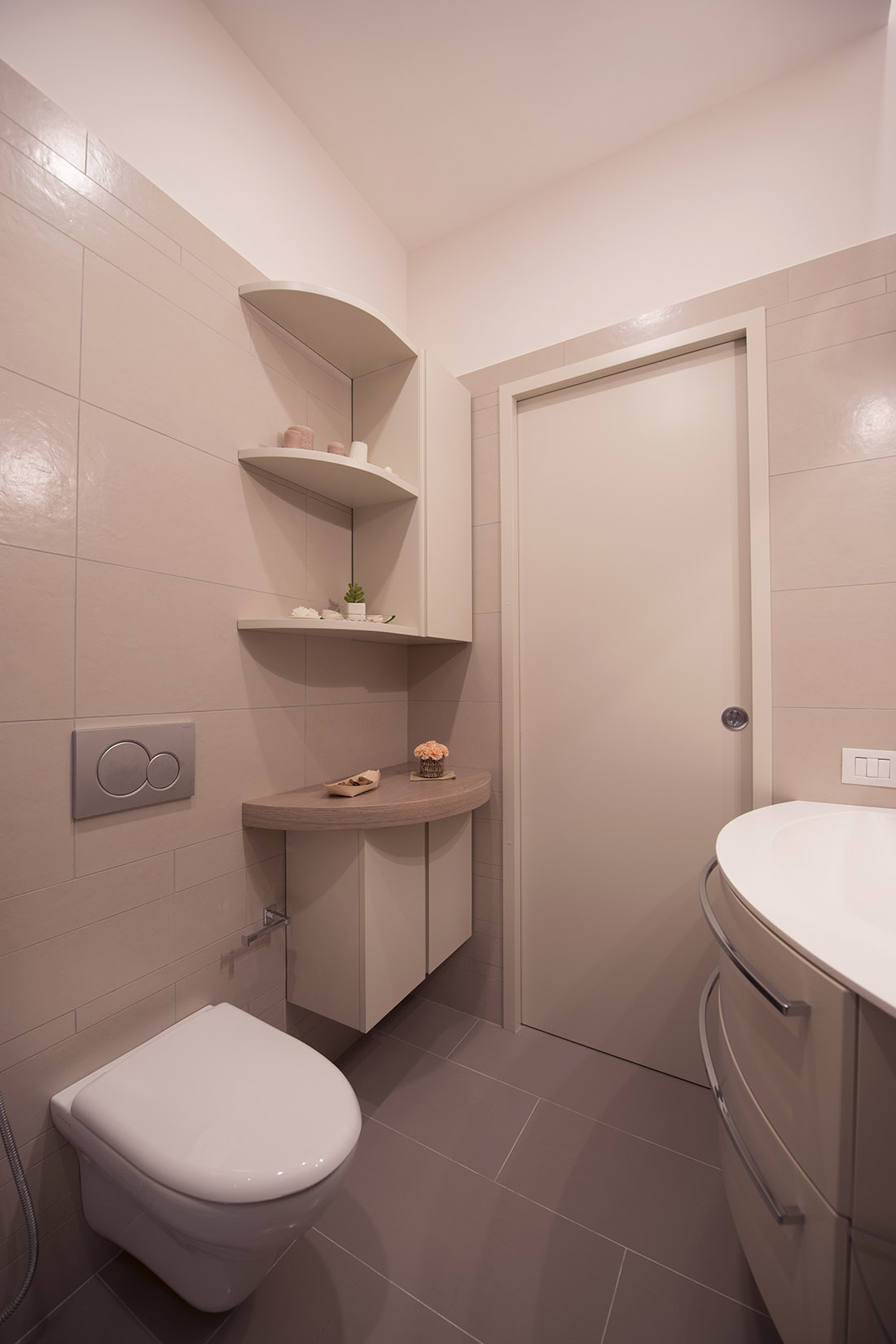 appartamento-otta2-bagno-ospiti-dettaglio-mobiletto-realizzazione-napoli-pucciarelli-architetti