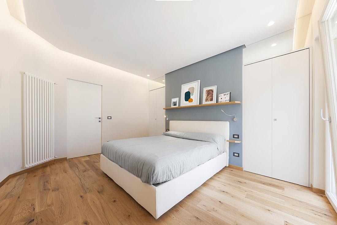 appartamento-spazio-blu-pucciarelli-architetti-moderno-design-camera-cabina-armadio