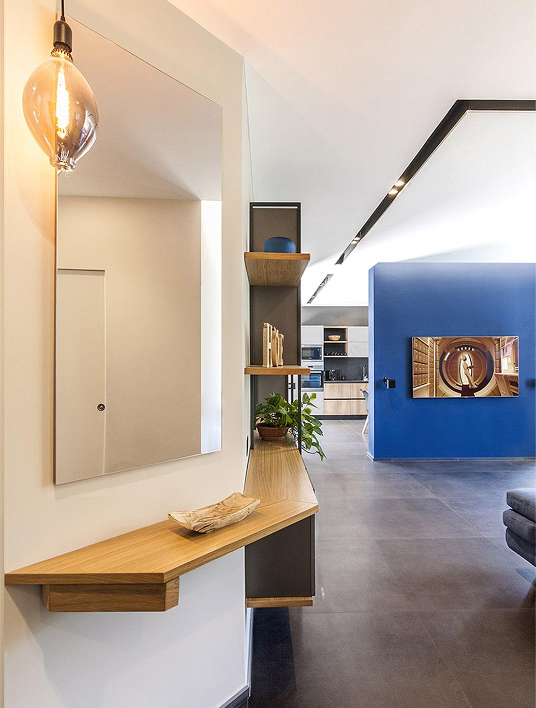 appartamento-spazio-blu-pucciarelli-architetti-moderno-design-ingresso
