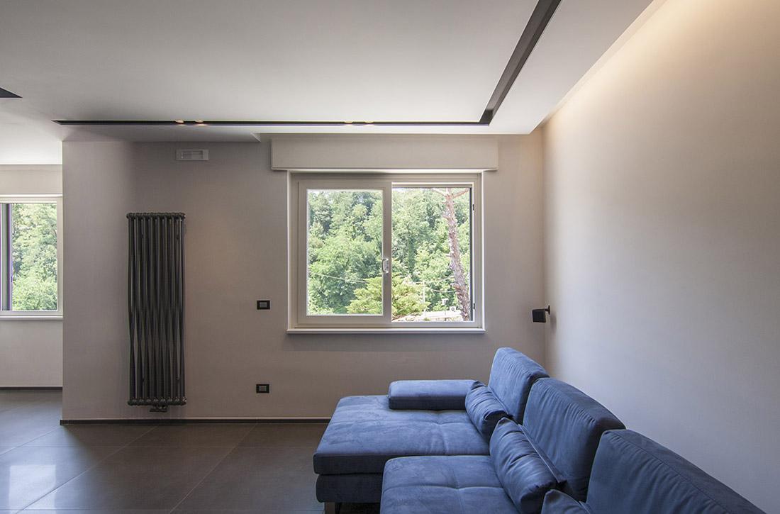 appartamento-spazio-blu-pucciarelli-architetti-moderno-design-soggiorno-divano