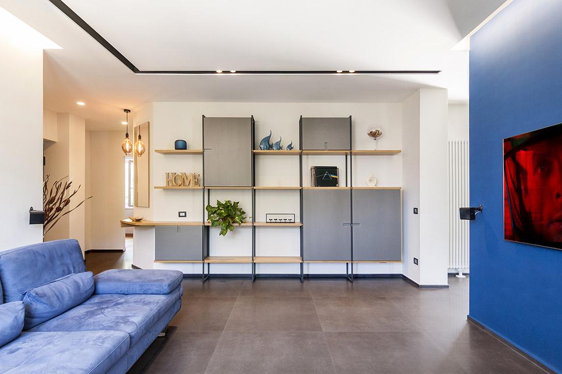 appartamento-spazio-blu-pucciarelli-architetti-moderno-design-soggiorno-parete-attrezzata