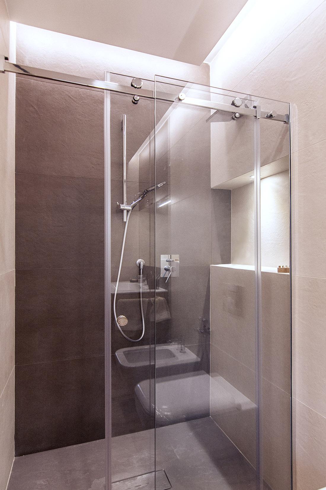 casa-tao-napoli-tufo-a-vista-recupero-moderno-pucciarelli-architetti-bagno-doccia
