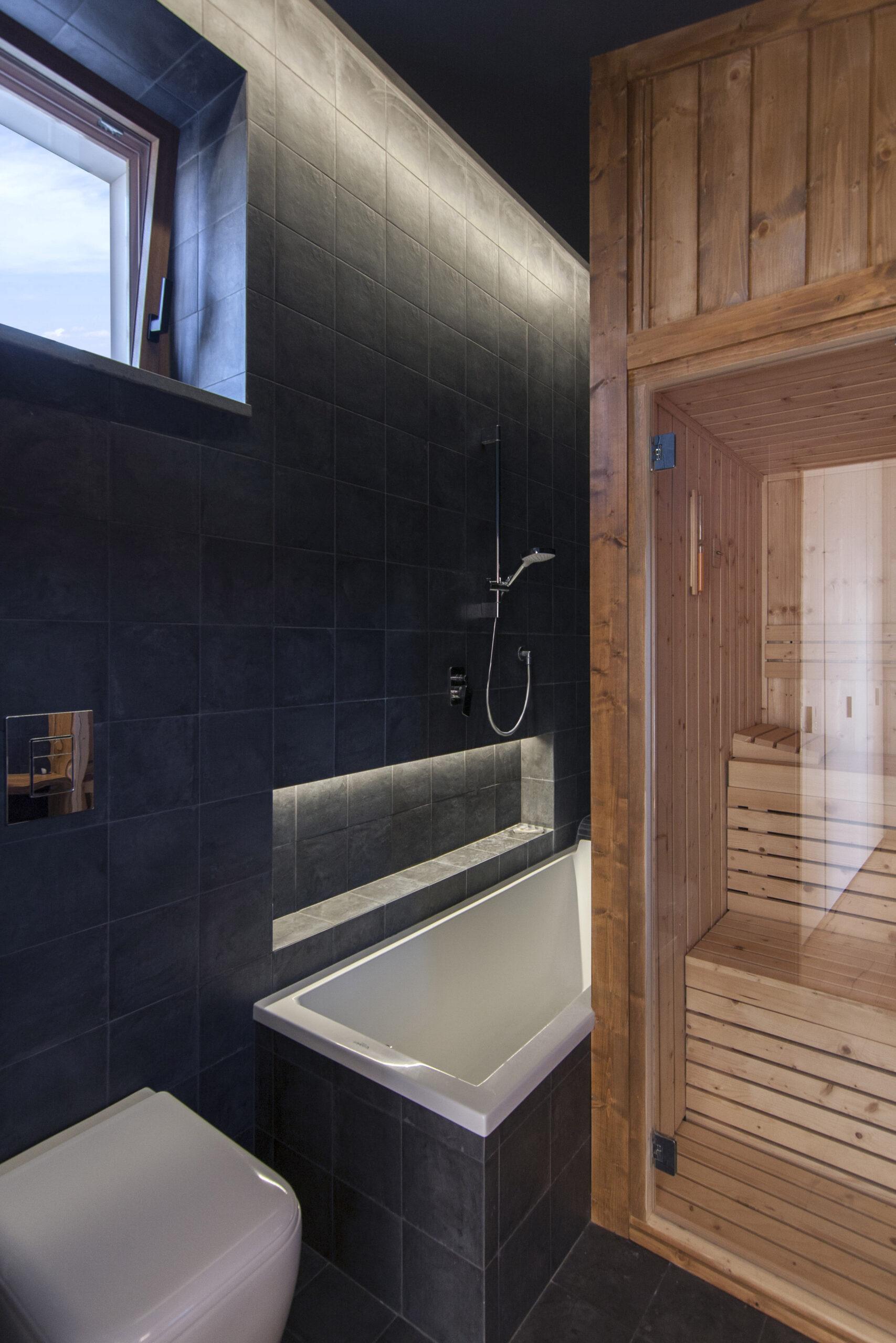 casa-tao-napoli-tufo-a-vista-recupero-moderno-pucciarelli-architetti-bagno-turco-sauna-2