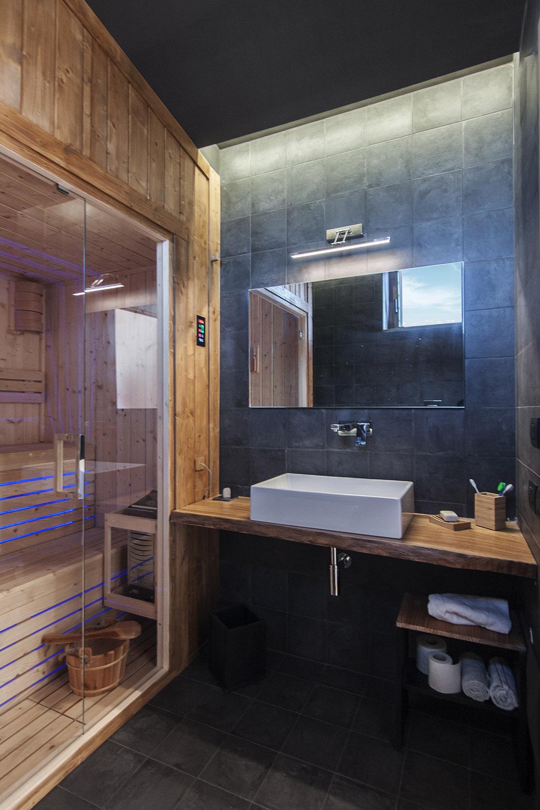 casa-tao-napoli-tufo-a-vista-recupero-moderno-pucciarelli-architetti-bagno-turco-sauna