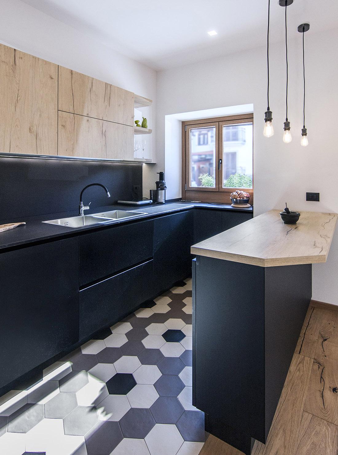 casa-tao-napoli-tufo-a-vista-recupero-moderno-pucciarelli-architetti-cucina2