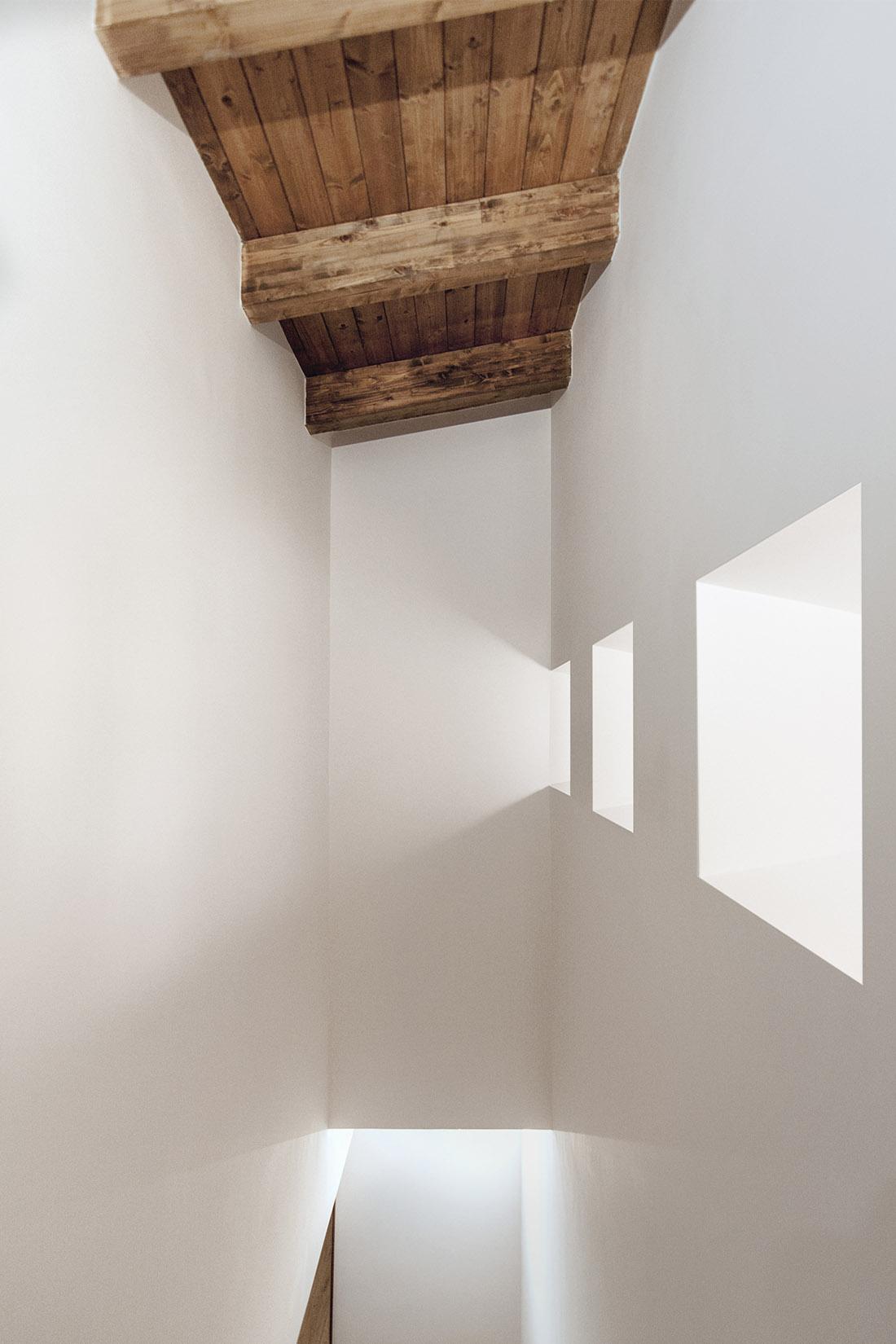 casa-tao-napoli-tufo-a-vista-recupero-moderno-pucciarelli-architetti-dettaglio