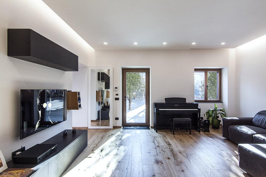 casa-tao-napoli-tufo-a-vista-recupero-moderno-pucciarelli-architetti-pianoforte-soggiorno-2